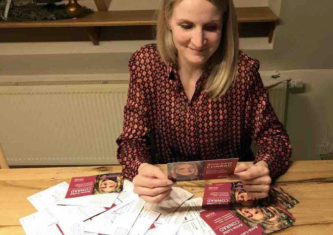 Anna-Luise Conrad liest Postkarten
